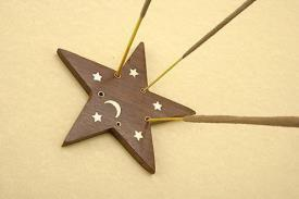 PORTAINCIENSOS | INCENSARIO MADERA ESTRELLA DECORADO 8 CMS
